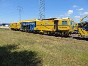 USM 09 475 4S 1 300x225 - Kobinierte Gleis- u. Weichenstopfmaschinen