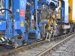 USM 09 475 4S 2 300x225 - Kobinierte Gleis- u. Weichenstopfmaschinen