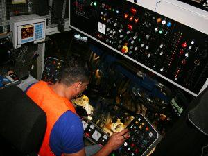 USM 09 475 4S 5 300x225 - Kobinierte Gleis- u. Weichenstopfmaschinen