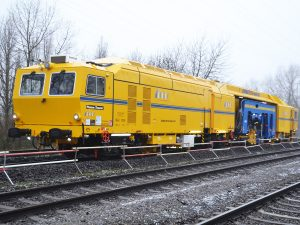 USM 09 4x4 4S 1 300x225 - Kobinierte Gleis- u. Weichenstopfmaschinen