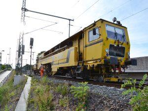 gleisstopfmaschine 01 300x225 - Gleisstopfmaschinen