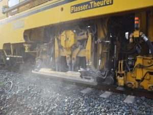 gleisstopfmaschine 04 300x225 - Gleisstopfmaschinen