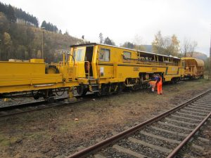 gleisstopfmaschine 05 300x225 - Gleisstopfmaschinen
